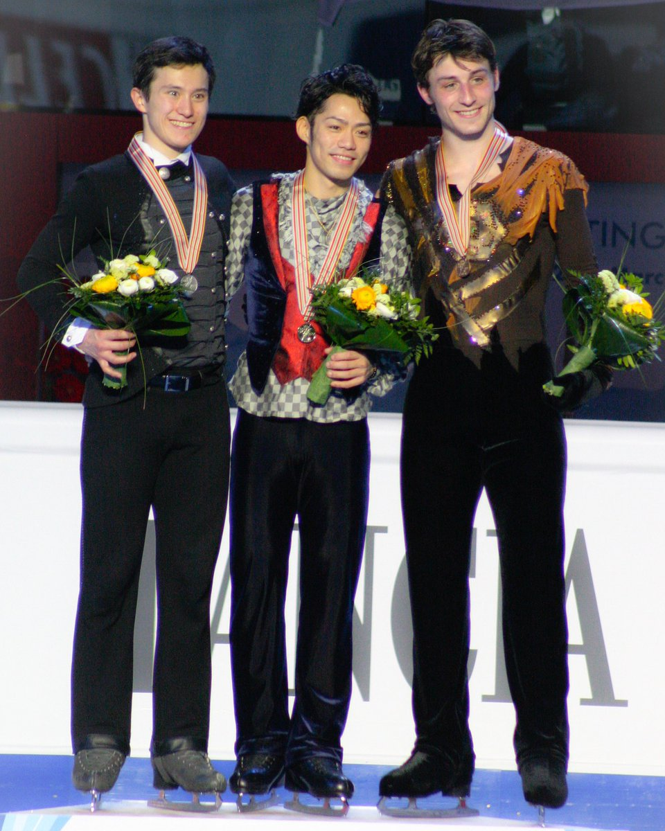 twitter.com/patinaggio/sta… 🌸☘️ Almost 10 years ago at #Palavela #Torino #Italy🇮🇹2010年 #ThrowbackThursday #FlashbackFriday #高橋大輔🥇🥇#浅田真央
