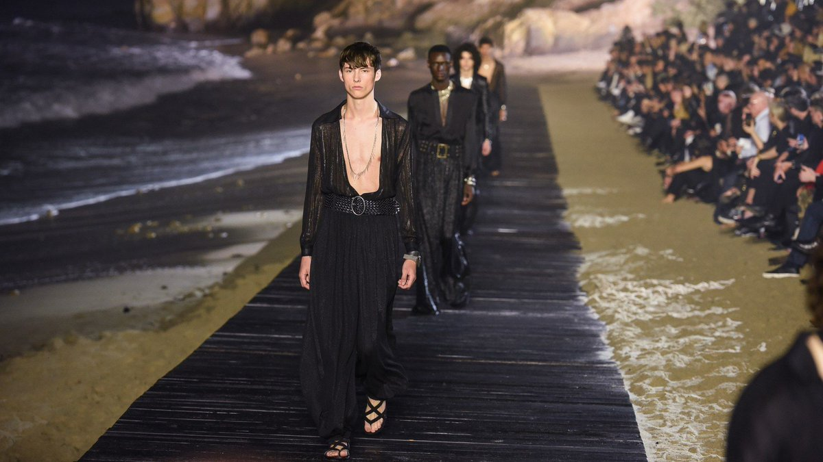 Take this opportunity to uncover the top trends of the Spring/Summer season, as seen on the #internationalcatwalks.    https:// buff.ly/33dbkNX      #mensfashion <br>http://pic.twitter.com/jAVm7eOc2T