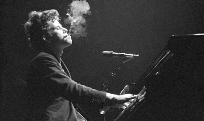 I like beautiful melodies telling me terrible things   Happy 70th birthday, Tom Waits