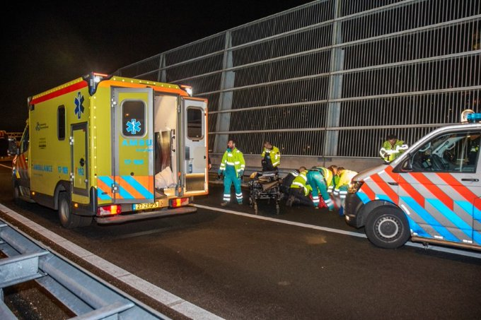 Voetganger zwaargewond na aanrijding op de A20 https://t.co/01FgewdWqr https://t.co/B9ObUpeuur