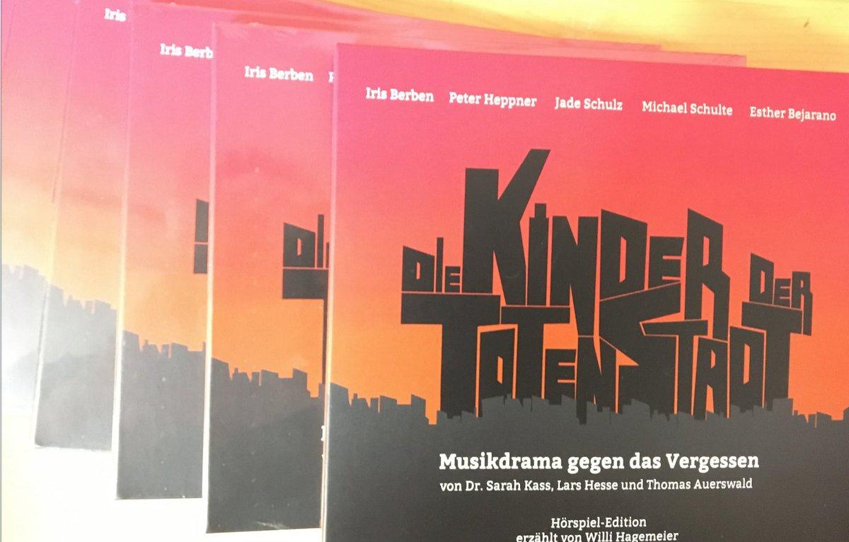 Released: #DieKinderDerTotenStadt with #JadeSchulz, #MichaelSchulte, #IrisBerben, #PeterHeppner, #EstherBejarano, #WilliHagemeier, #NicoleFrolov and the #Domchor #Paderborn. Pls check your preferred online shop #Radioplay #Hörspiel #Musical #NewAlbum #Musiktheater #Theatre #Operapic.twitter.com/AEnwicdfh4