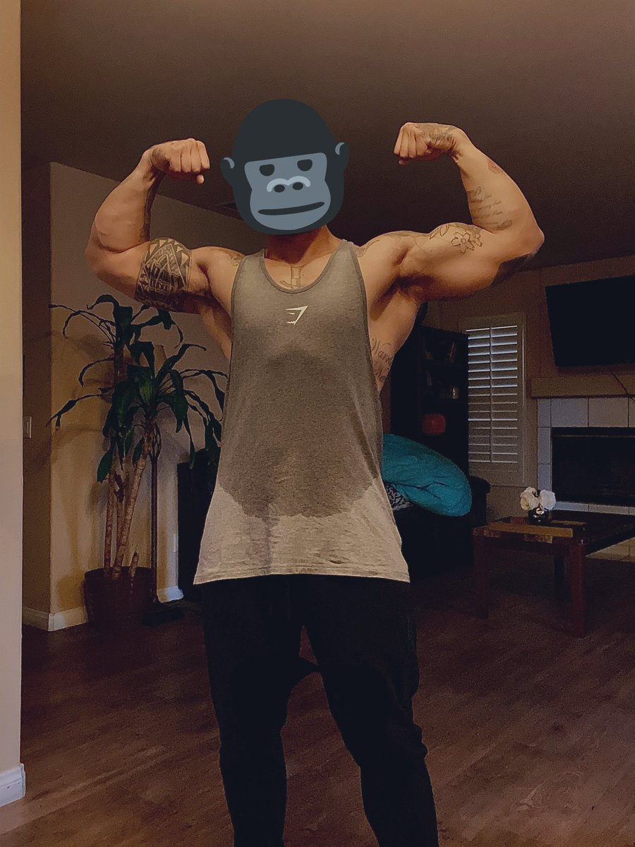 This gym shark stringer got me feeling like an actual gorilla today after my workout   What a way to go into recovery mode for 4-5 days...  Low key shook you can still see the top two abdominal muscles   When I cut my stomach going to look like a bitch wall <br>http://pic.twitter.com/Thk3V5Zb0d