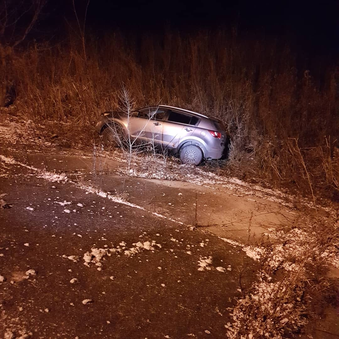 This is a stolen vehicle on the banks of the Thames River...This is PSD Kylo...last night a suspect attempted to flee from that vehicle and came face to face with PSD Kylo...suspect made the smart choice to surrender...great work by Uniformed Officers #k9unit #teamwork <br>http://pic.twitter.com/8Bdz9yOs5y