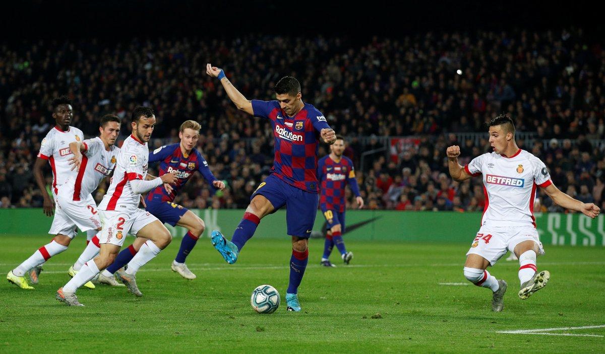 Luiz Suarezin gol vuruşu