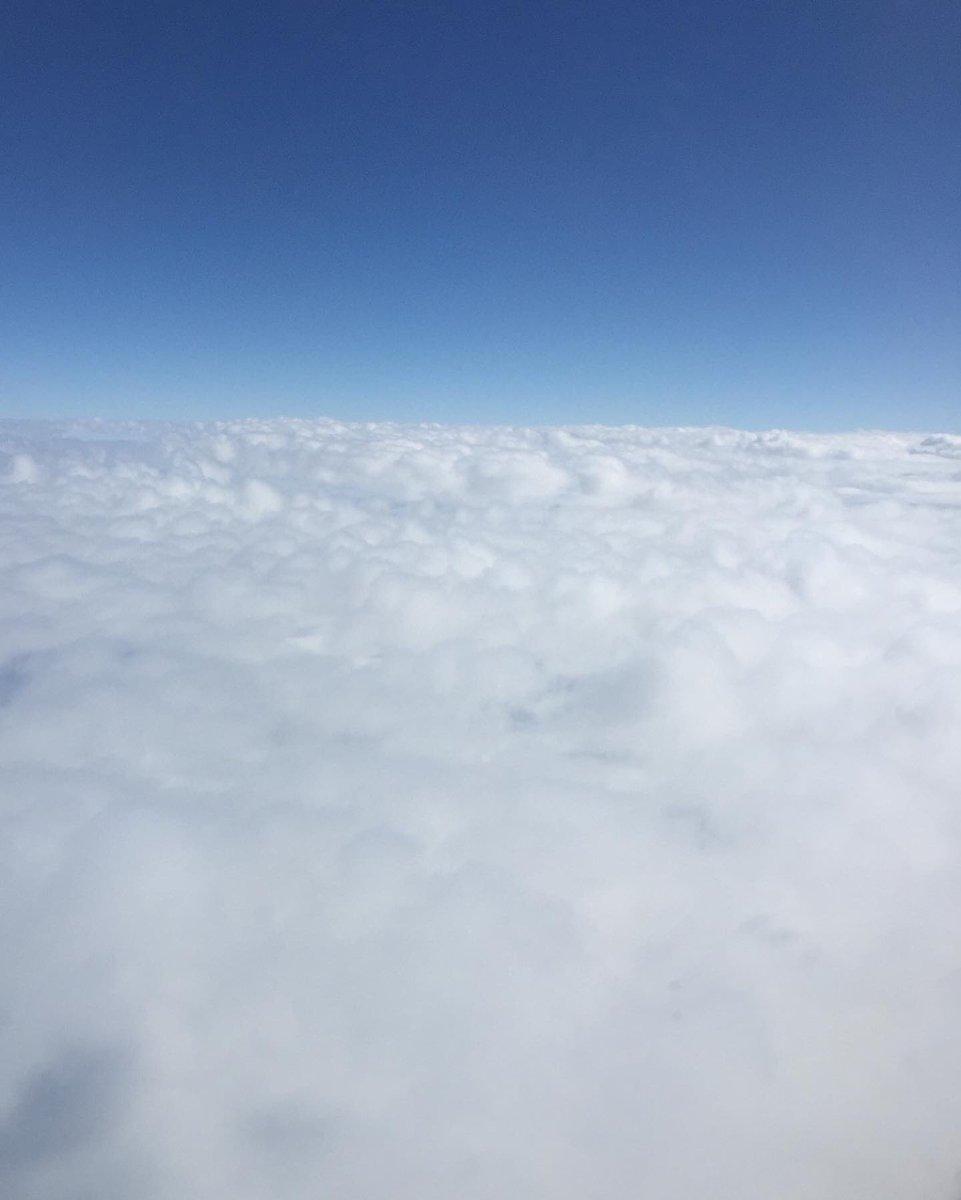 """""""la inmensidad de las #nubes es celebración, no fugacidad..."""" 🌤💙 #cancún #cdmx #awalkintheclouds #clouds #instaclouds #cielo #sky #instasky #beautiful #travel #instatravel #oaxaqueñopresumido"""