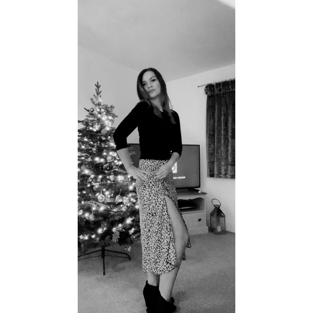 When resting bitch face was last nights vibe!  I am a nice approachable person I promise  I am literally obsessed with this skirt even when it's freezing outside @newlook #FridayVibes #Christmastime  <br>http://pic.twitter.com/6XD8lioDfj