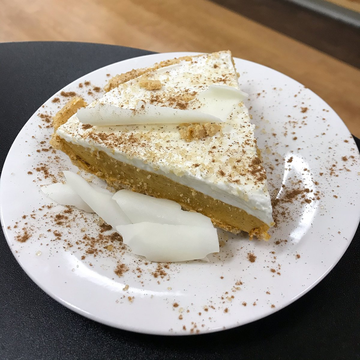 White Chocolate Pumpkin Gelato 🥧... Perfect way to indulge this evening!!! #gelato #whitechocolate #pumpkin #pumpkinspice #pie #visithotsprings #hotsprings #hotspringsarkansas #spacity #homemade #datenight #saturday #dessert #openlate #instafood #foodie #familytime #holidays