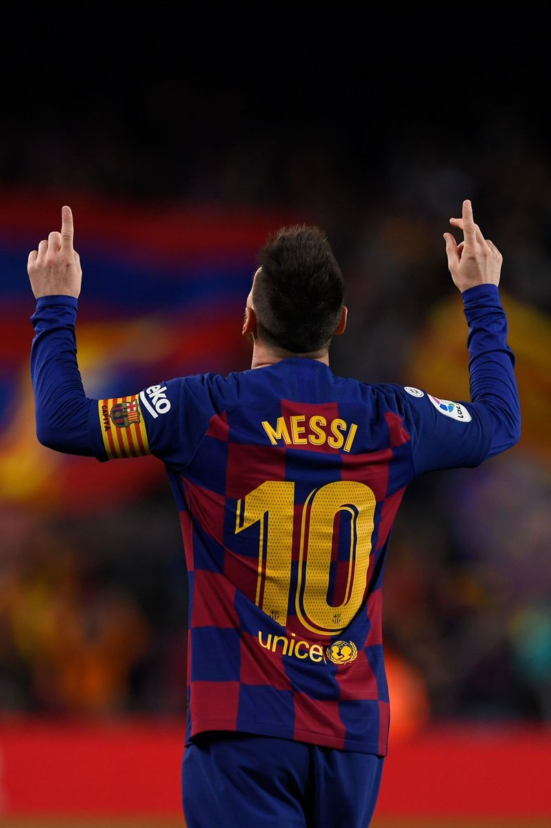 Lionel #Messi  has now scored 119 Goals from outside the 18-Yard box, surpassing Cristiano Ronaldo's 117, in 144 fewer  games .   Bleet !!! <br>http://pic.twitter.com/DOB0jA76z6