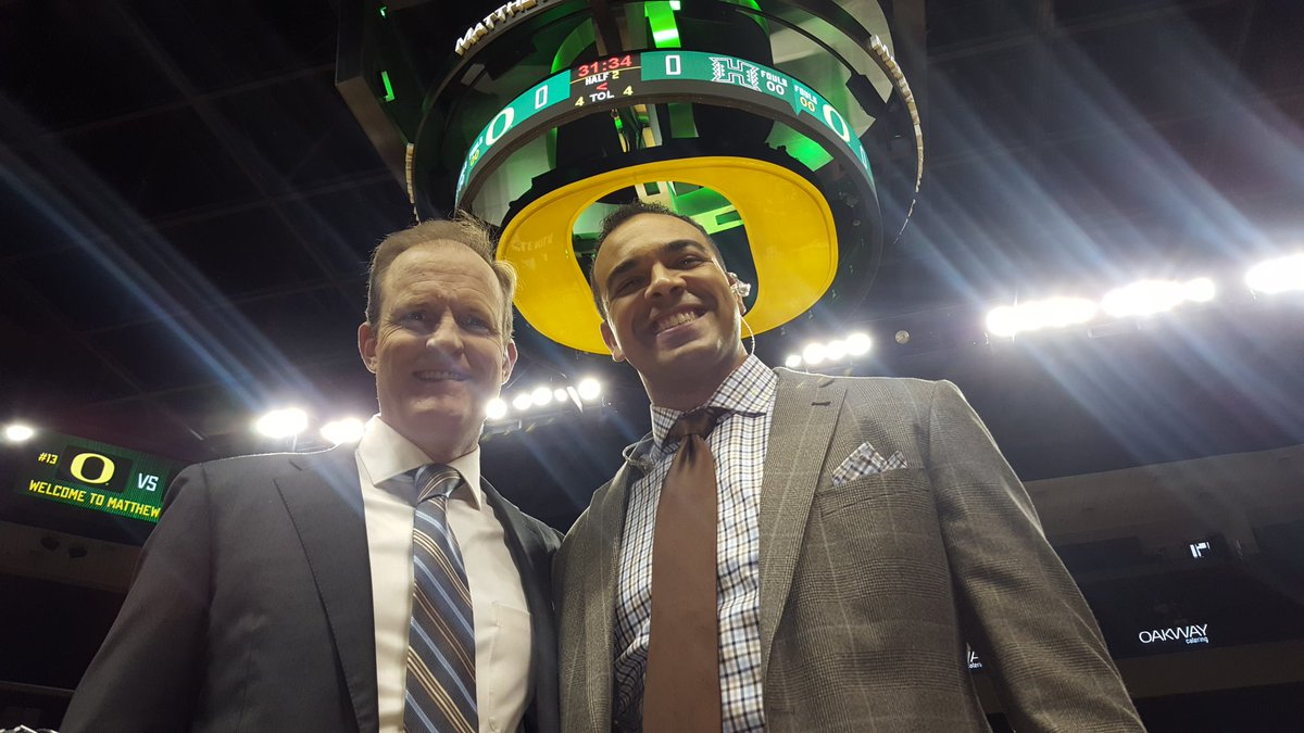 My man @jordanrkent is such a nice guy, he wears a halo. He and I have the call of today's #13 @OregonMBB game against a tough @HawaiiMBB team. Airtime 4p for the third game of today's quadrupleheader on @Pac12Network
