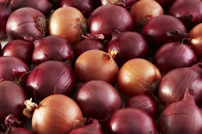 Know ones onions-- an Americanphrase, first recorded in the May 1922 edition of Harpers Magazine: Mr. Robertsknowshisonions, all right. ... with the sense ofbeing highly knowledgeable in a particular field. #KnowYourOnions #OnionPriceInIndia
