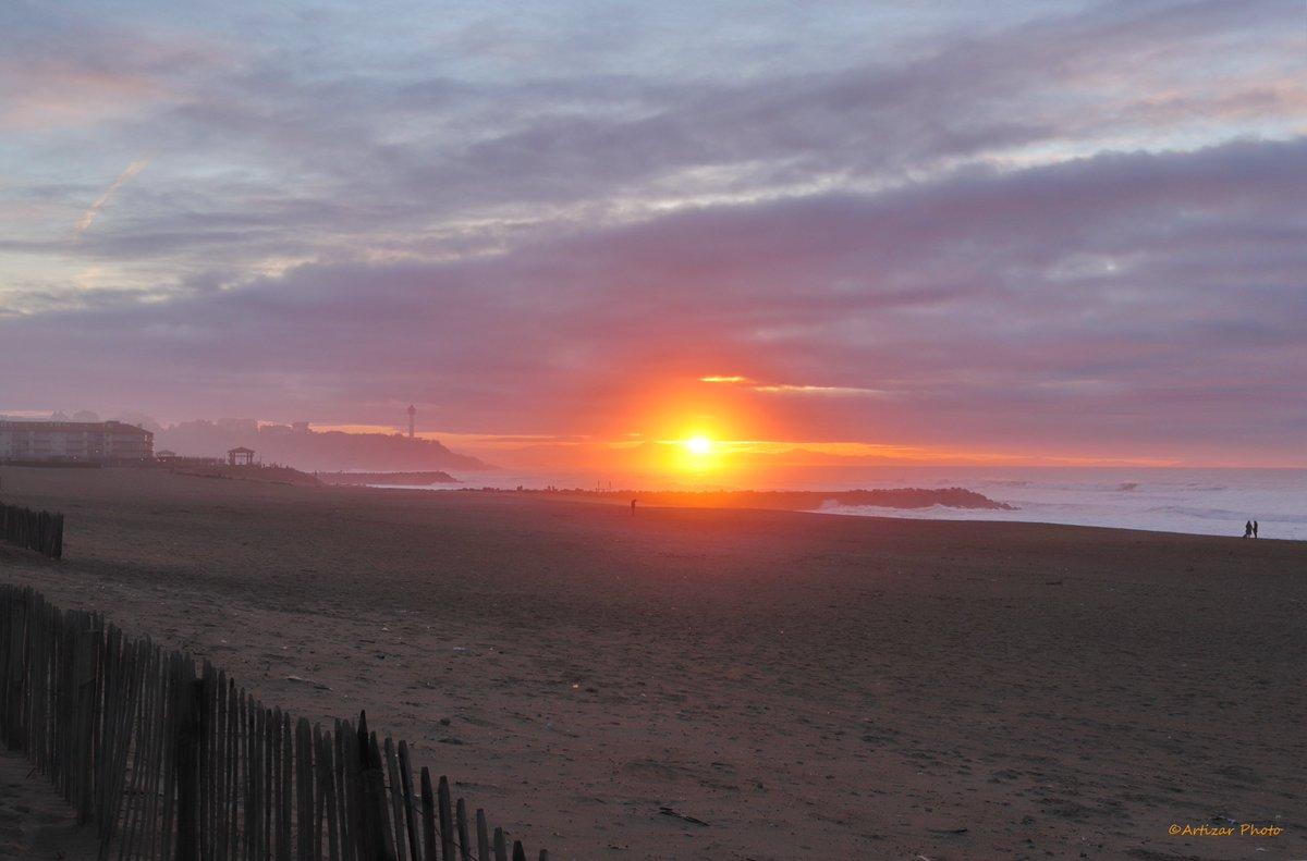 Merveilleux coucher de soleil le long des plages d'Anglet  #sunset   @OT_anglet