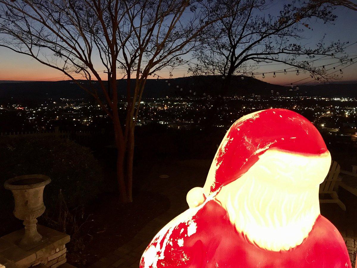 Front porch Santa sunset! Santa 🎅🏻 🌅 #Sunset #Chattanooga
