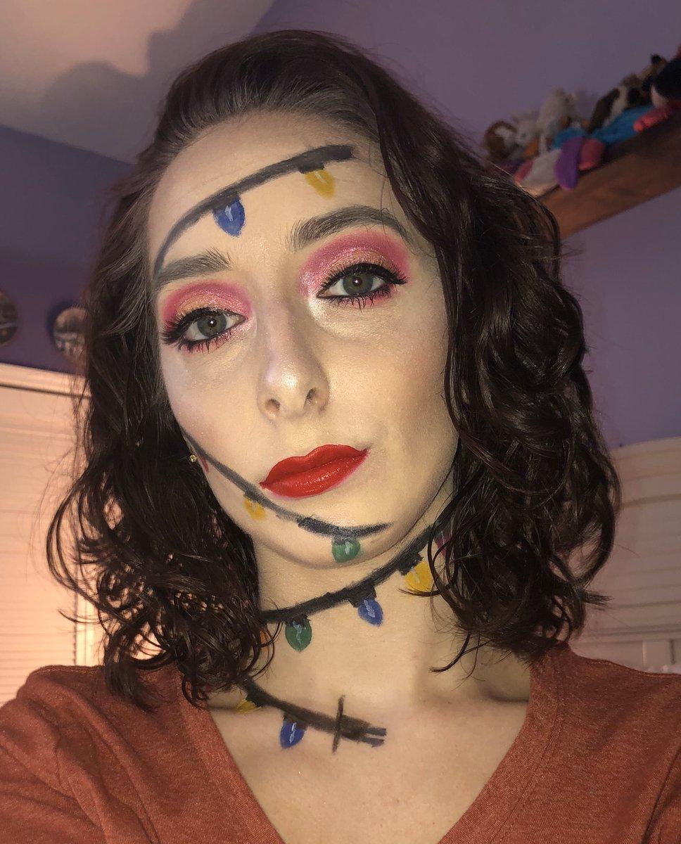 Inspired by @abbeystrohmeyer  #selftaughtmua #blazin_beauties #wakeupandmakeup #holidaymakeup #muaxdiscover #makeuponfleek #allmodernmakeup #universeomakeup #slave2beauty #make4glam #slayandblend #thelist @elfcosmetics @ColourPopCo @ABHcosmeticspic.twitter.com/IS01J5HEtR