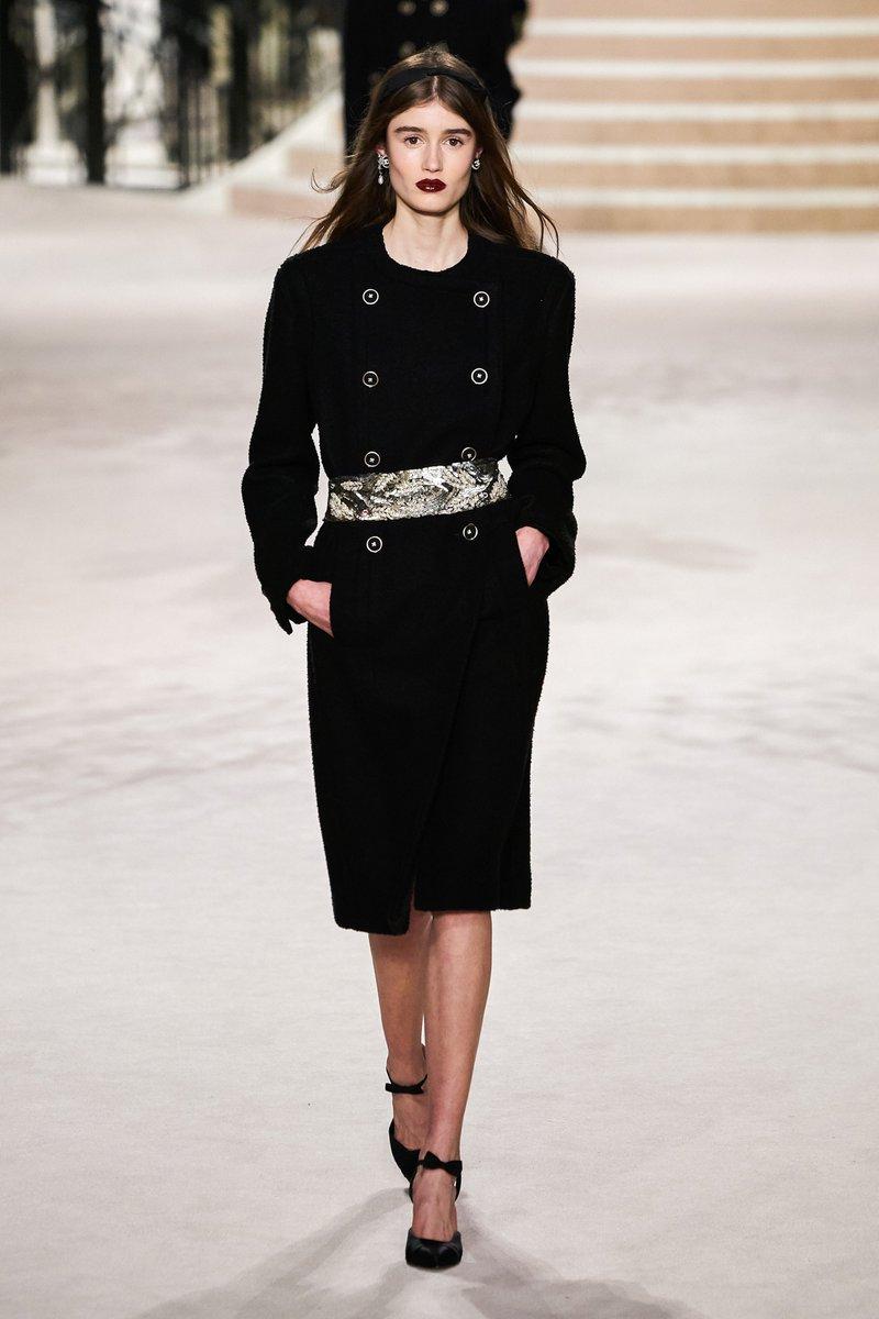 Chanel Pre-Fall 2020  @voguemagazine @VogueRunway @CHANEL #fashion #CHANELMetiersdArt #fashionblogger #VirginieViard @KaiaGerber