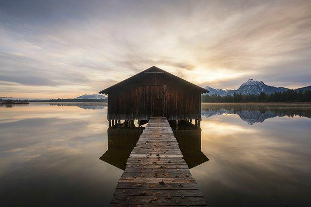 More from Bavaria. • • • • • #cabin #bavaria #cabinlife #bayern #deinbayern #munich #tinyhouse #visitbavaria #cabininthewoods #oktoberfest #loghome #wiesn #cabinporn #münchen #offgrid #treehouse #minga #089 #igersmunich #dirndl #munichstagram #mu… https://ift.tt/2s697XEpic.twitter.com/vTGyt5aPZC