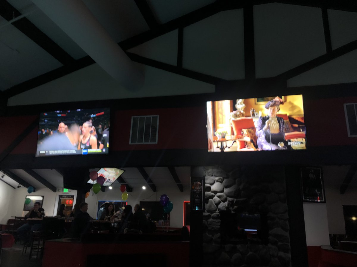 I am at a bar where @ufc and @DowntonAbbey are playing right next to each other and I feel like this is an excellent metaphor for what I like about Tacoma <br>http://pic.twitter.com/k5ld8VEOf8