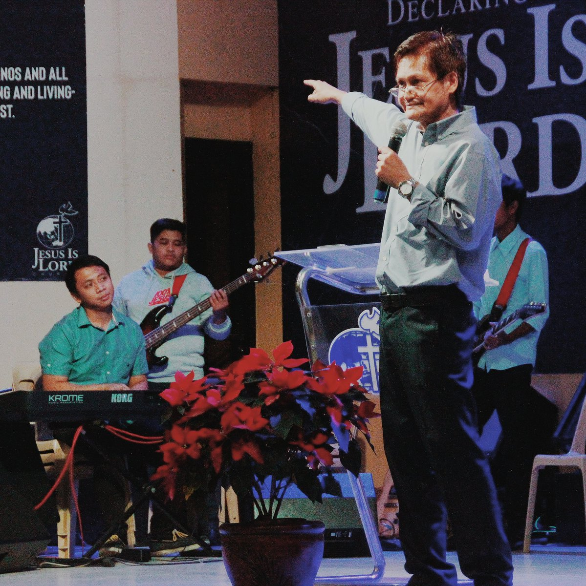 """Ptr. Noel Balbona on Win The World for Christ: """"Winning the world for Christ is possible if only we will fully understand why Jesus was born, suffered death on the cross, and put importance on one's soul."""" #SoulWinning #2ndService<br>http://pic.twitter.com/qbEf1EYk97"""
