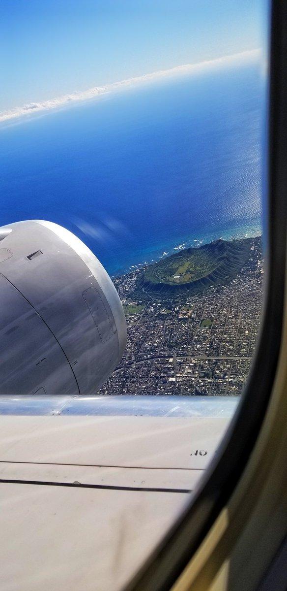 Diamond head crater.   #alohaoutdoors #hawaiimagazine #aloha #nakedhawaii #hilife #oahulife #beautifuldestinations #travelmagazine #ilovehawaii #lethawaiihappen #christmas #fitnesschicago #fitnessmotivation #beachlifeisthebestlife 💙