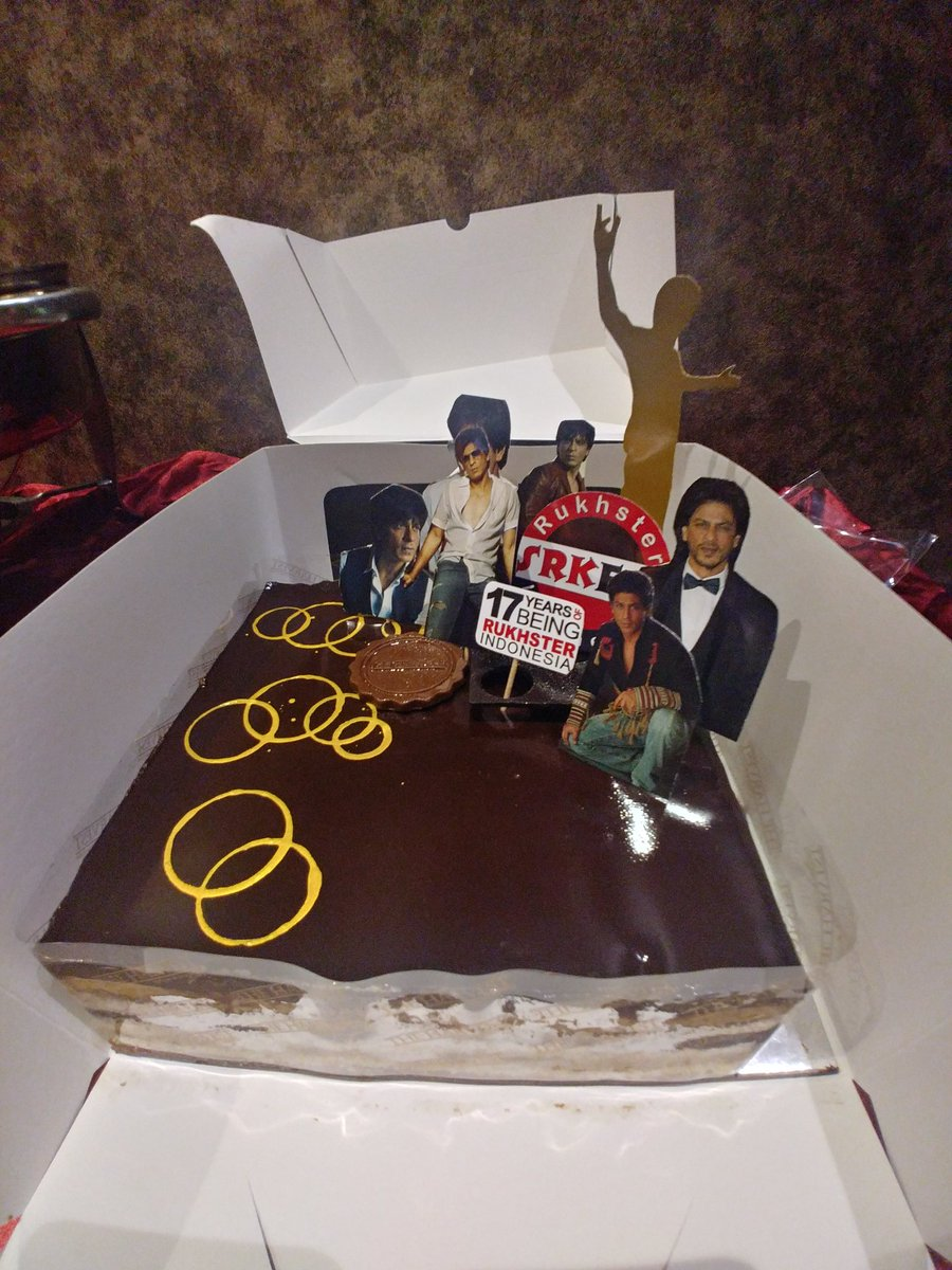 Our birthday cake 💓💓💓 @iamsrk #17YearsOfSRKFCI