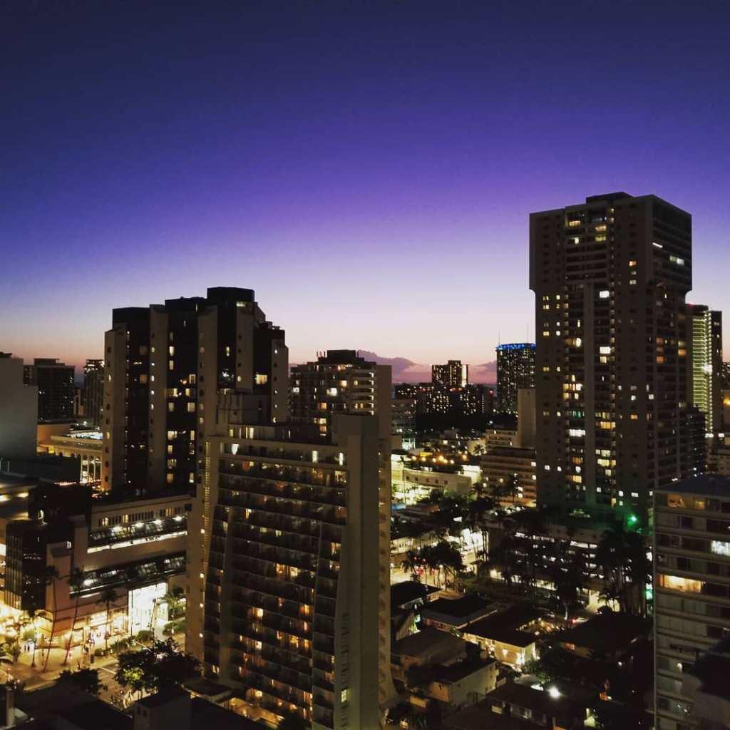 ・ Aloha Friday ! ・ #hi #waikiki #towilight #aloha #weekend #sky #beautiful#ha…