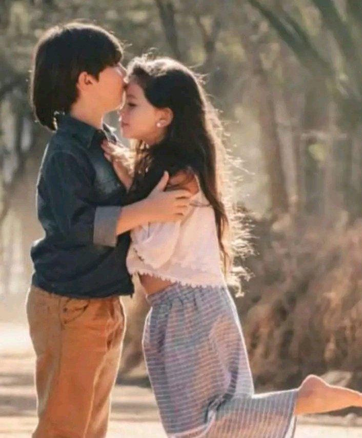 Картинки девочек и мальчиков в обнимку