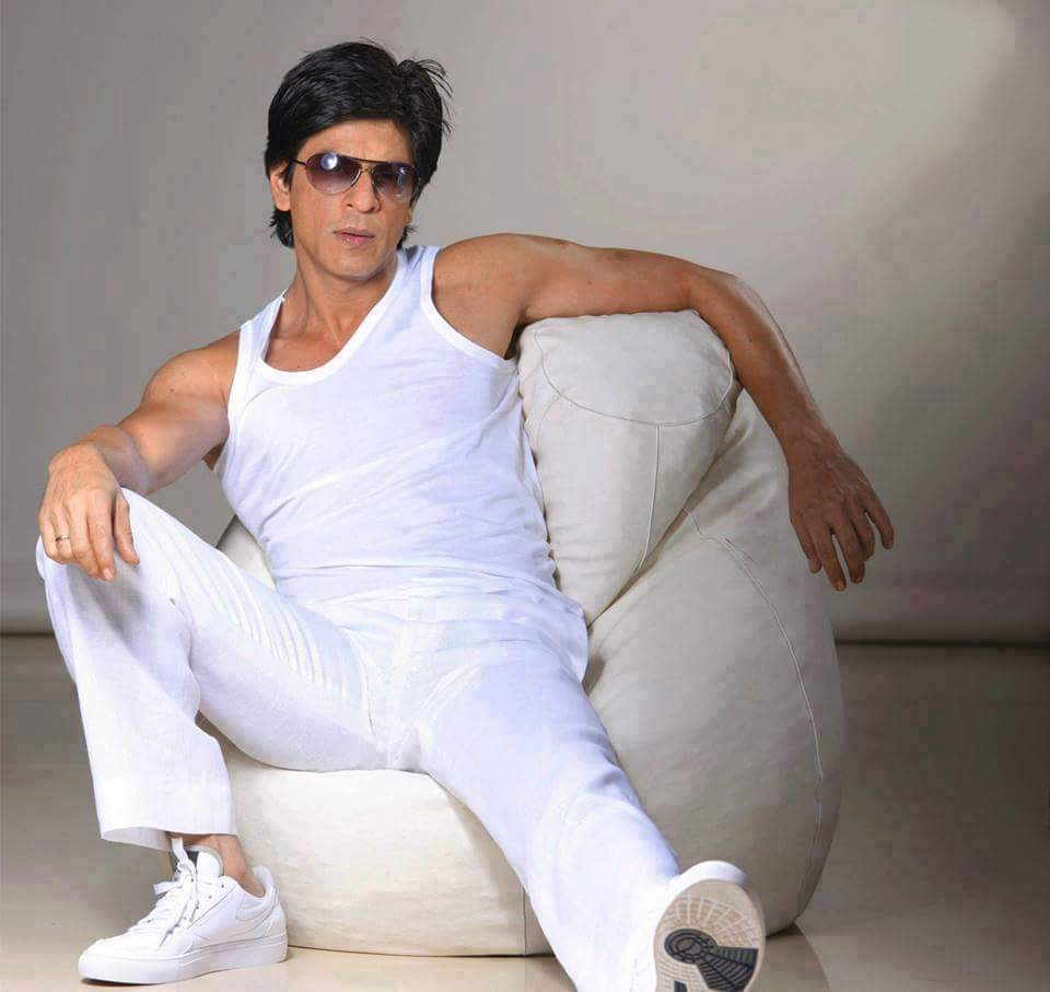 #AngelInWhite😍😍✨✨ . #HE😍😍 Is Damn Intoxicating😋😋💕💕 #HIS😍😍 Hotness Depends On What #HE😍😍 Is And #HIS😍😍 Sexy Clothes Just Add Little Spice To It😋😋💕💕 Love #Uhh😍😍 @iamsrk Sir😍🙏 #SRK #ShahRukhKhan #SundayMotivation #SundayThoughts