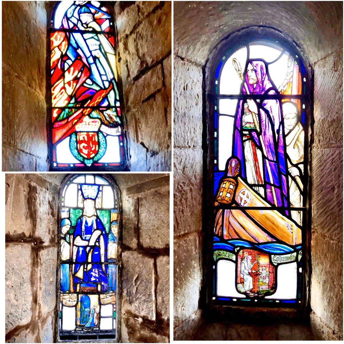Chapel windows in Edinburgh Castle #SundayMorning #StainedGlass<br>http://pic.twitter.com/BWXzFRzvXN