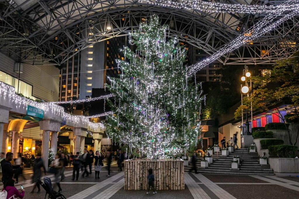 Tumblr(Photo)Updates   アークヒルズ「赤坂蚤の市」がクリスマス仕様に、アンティークのランプ&ジュエリー販売やリース作り  https://ift.tt/340EWhVpic.twitter.com/X6dItH0HZc