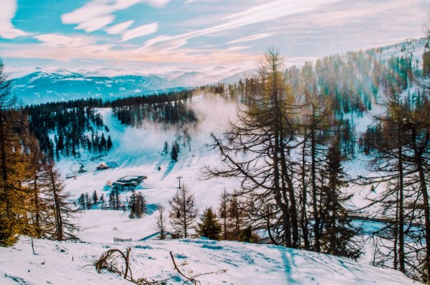 Wir wünschen euch einen schönen 2. Advent 🕯️🕯️ Wie wäre es mit einer schönen Winterwanderung im Salzburger Lungau? ❄️🏔️ . . #trasty #travelstory #salzburgerlungau #oesterreich #winterwandern #reisen #reisenmachtglücklich #reisenfuerentdecker #weltenbummler https://t.co/wUV3ALj9K5