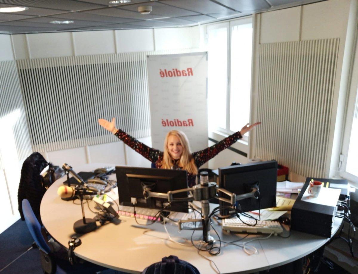 ¡¡Abrazando el fin de semana con alegría!! @radiole_oficial 📻🎙🎧💃GRACIASSSSSS 📻🎙🎧💃#radio #radiole #prisa #prisaradio #voz #voice #locutora #happy #mood #cool #good #passion #pic #photo #picoftheday #photooftheday #hug #weekend #sunday #domingo #Radioday #vibes #goodvibes – at Grupo Prisa