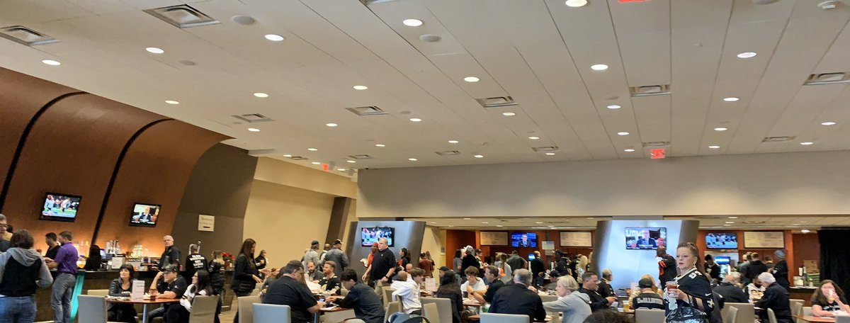 Yeah we fancy. Hanging out in the Bunker Club Lounge. Had no idea we bought plaza club seats. #GeauxSaints <br>http://pic.twitter.com/Vs1EO2BEKo – à Bunker Club Lounge in the Superdome
