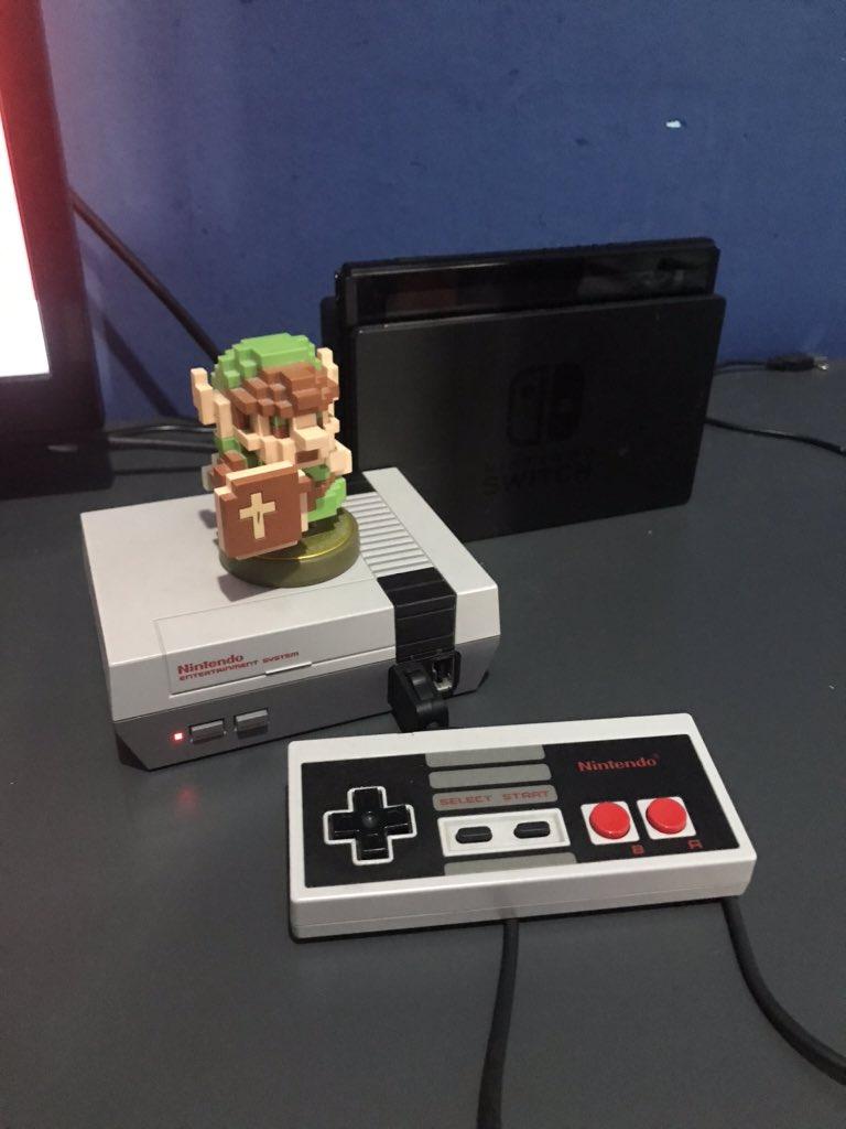 Me eh enterado que mi #NESmini ya tiene 3 años desde que la compre, estas navidades lo estoy usando mucho #NES #Nintendopic.twitter.com/dhMGtXgN0H