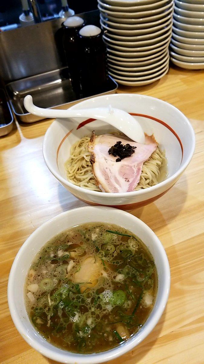 『今日のラーメン(12月8日 川の先の上&吉村家)』今年382、383杯目。つけ麺(正油)(川の先の上)とチャーシューメン(吉村家)をいただきました。#つけ麺#横浜家系ラーメン#上大岡#横浜