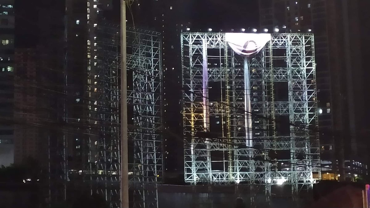 They're setting up the 2nd billboard!  and it looks like it's the JeongMiMo unit  @JYPETWICE @benchtm #TWICE #트와이스 #TWICExBENCH #TwiceForBENCH<br>http://pic.twitter.com/Vfhljtu8RY