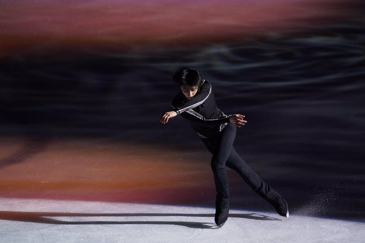 【フィギュアスケートGPファイナル】もうすぐエキシビション。練習での #羽生結弦 選手の様子です。スーパーゆづに変身。かめはめ波!!!#figureskate #フィギュアスケート