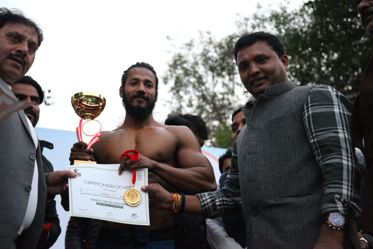 Congratulations to the winners of the Bodybuilding and Men's Physique Championship.  Prize distribution by National President Shri Srinivas BV.  Best wishes to all the participants and organizers of the event. <br>http://pic.twitter.com/7qbKctMclh