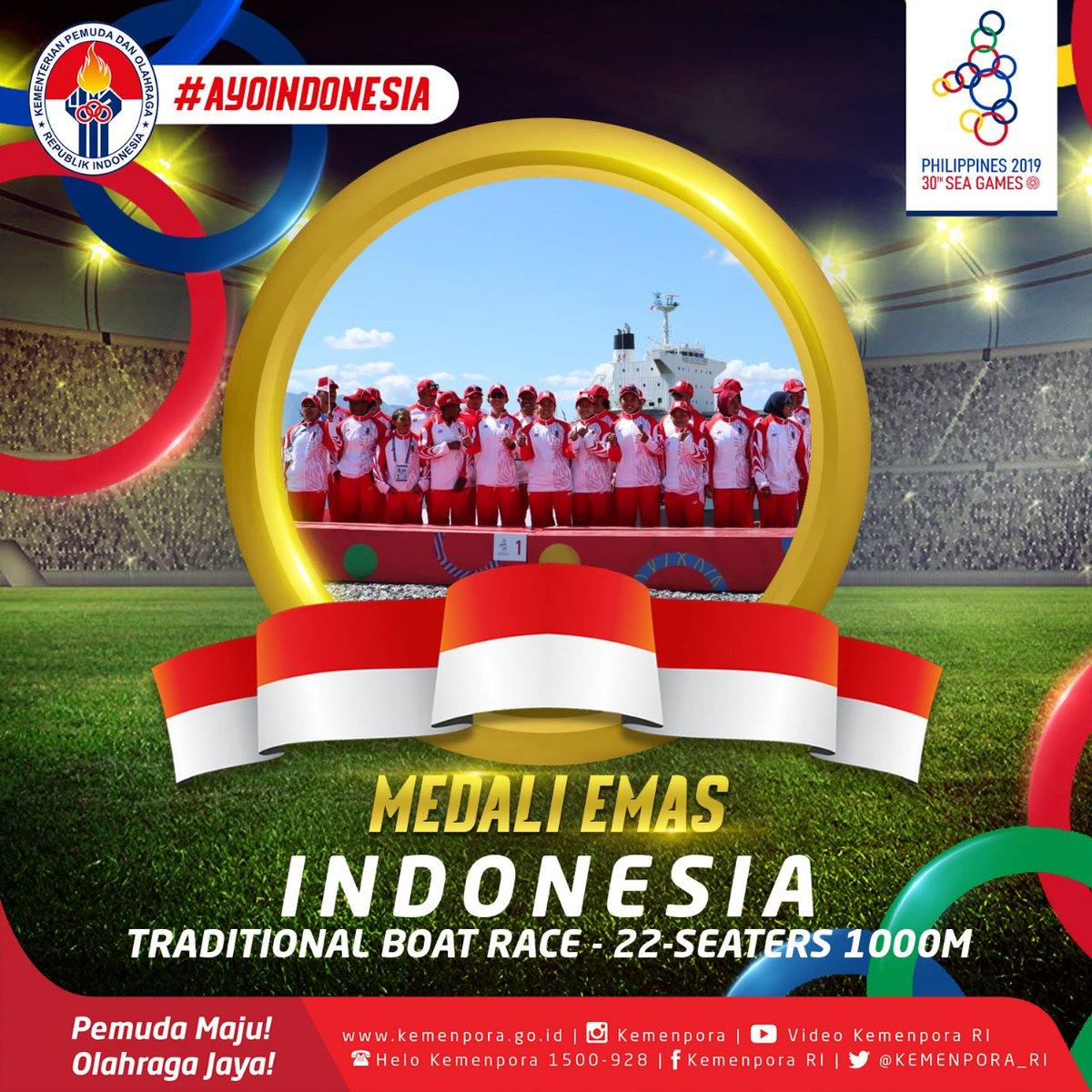 Tim Perahu Naga Indonesia kembali naik podium puncak usai menjadi yang tercepat di nomor Mixed 22 Seaters 1000 meter. EMAS lagi buat Indonesia. Terima kasih Tim Perahu Naga 🙏 #Kemenpora #PemudaMajuOlahragaJaya #SEAGames2019