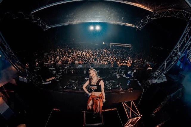 She's sneaking her way into the EDM scene in a way no other kpop idol has done. And not many people are noticing how fast Hyo as a professional and her reputation as a DJ are growing. In a couple years she will be taking over and some people wont know what hit them <br>http://pic.twitter.com/Y6k75tFfxP