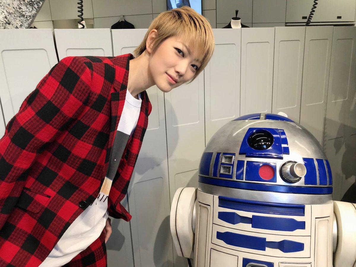 ただいまー。今日は、渋谷にあるUNBILTにお邪魔して、スター・ウォーズのR2-D2に会ってきたよ。いやー、可愛かった!!おやすみーー。