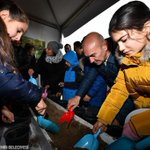 Image for the Tweet beginning: #Ormanİzmir Kampanyası'nın ilk fidanlarını toprakla