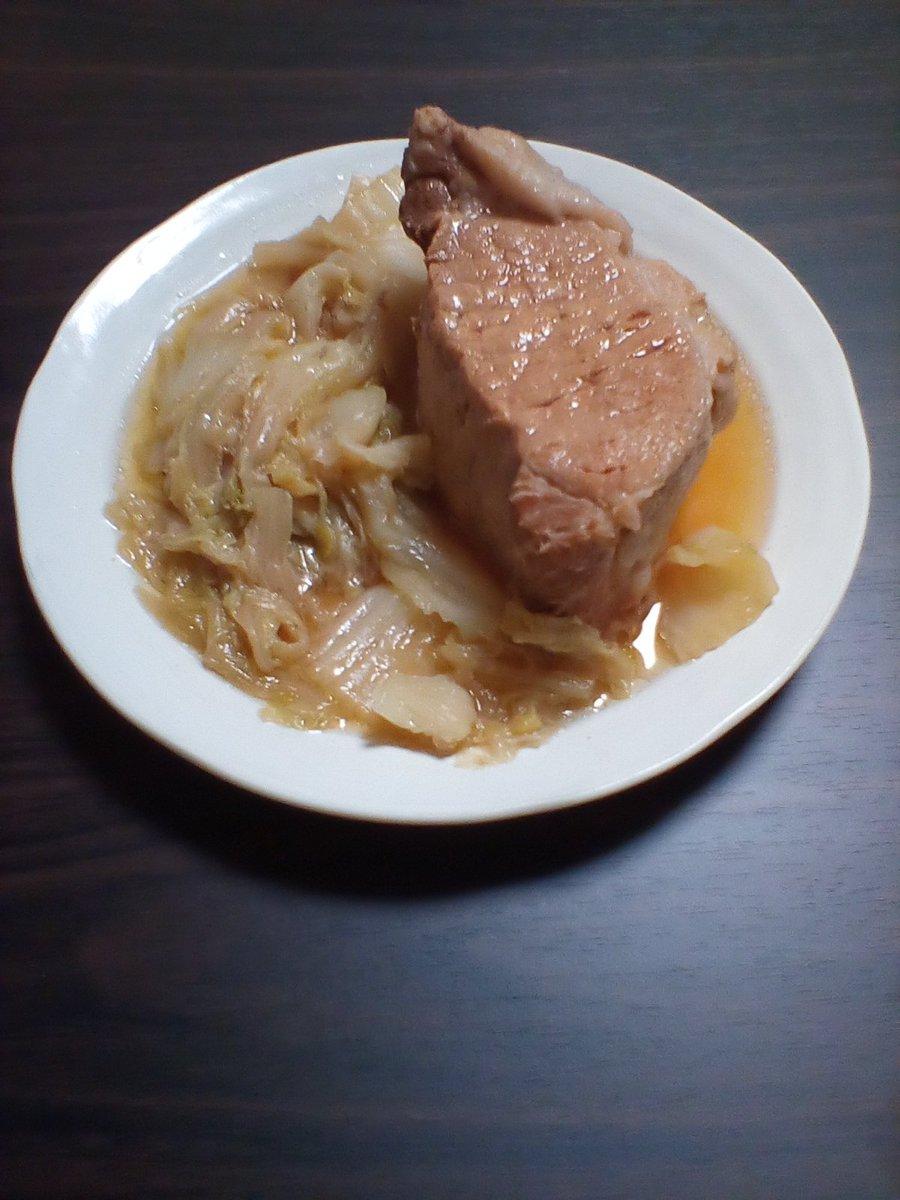 でけた。なんか適当に味噌とか調味料入れて余ってた白菜を圧力鍋にぶちこんだ肉