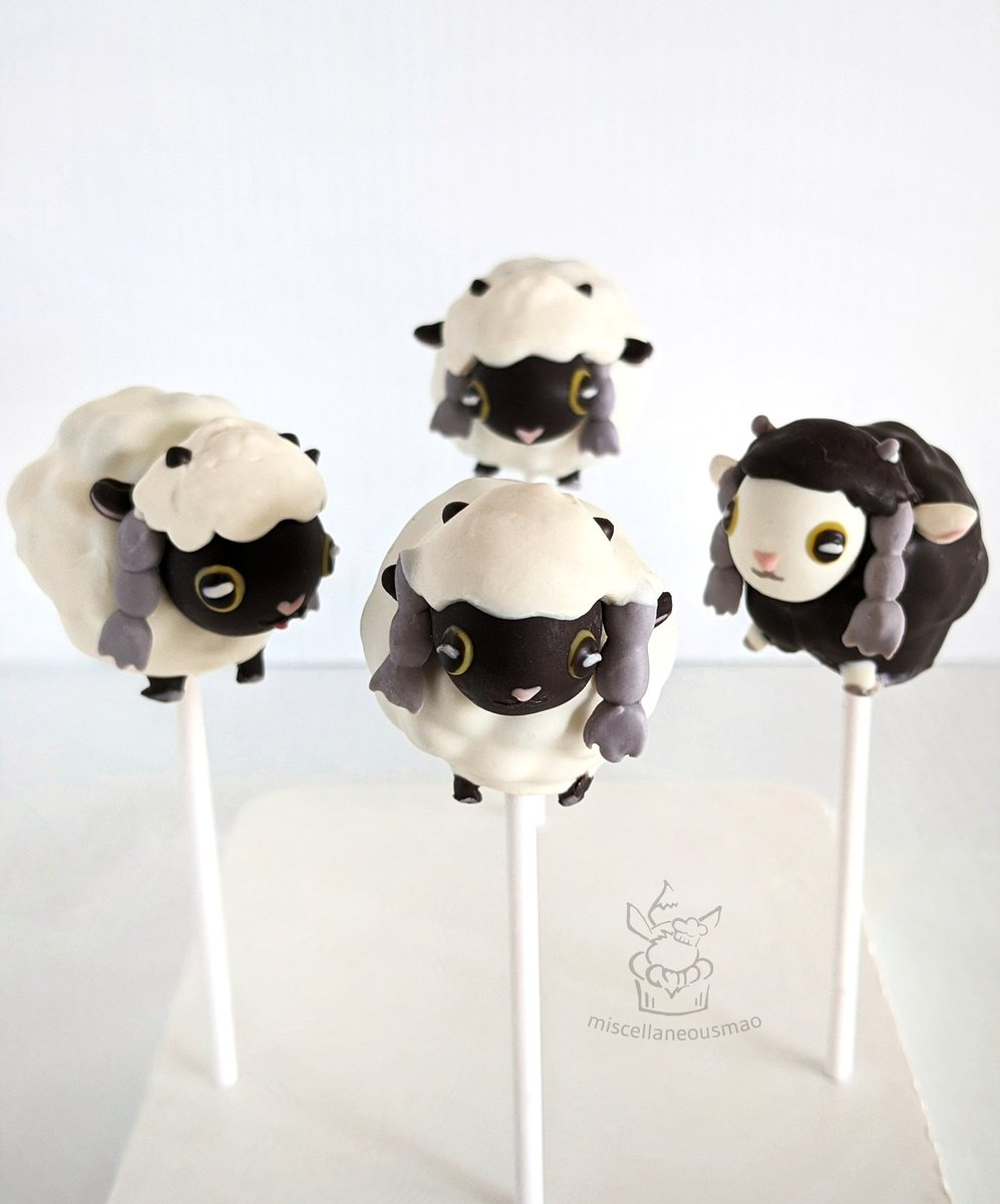 Made a little flock of wooloo chocolate pops! Fluffy babies on the outside, cookies and cream white chocolate ganache on the inside  @Pokemon #pokemon #PokemonSwordShield #wooloo<br>http://pic.twitter.com/ap4IxxQv7Z