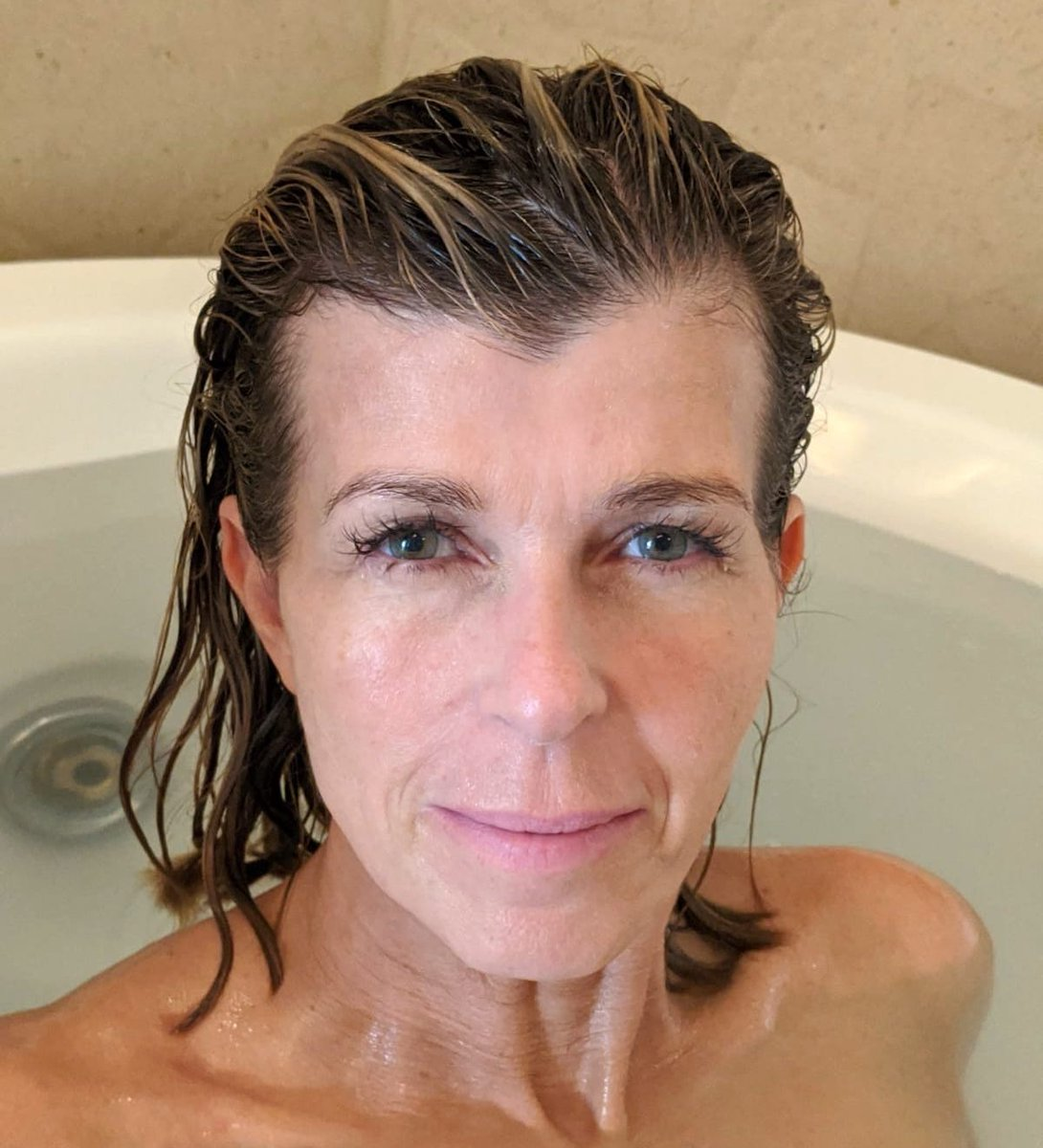 FIRST BATH! Clean hair, clean body HOT WATER! The things you take for granted eh! Never again!! #TeamKate #sograteful #loveyouall #ImACeleb  #ImACelebrity  <br>http://pic.twitter.com/Z8IYEAz9Mo