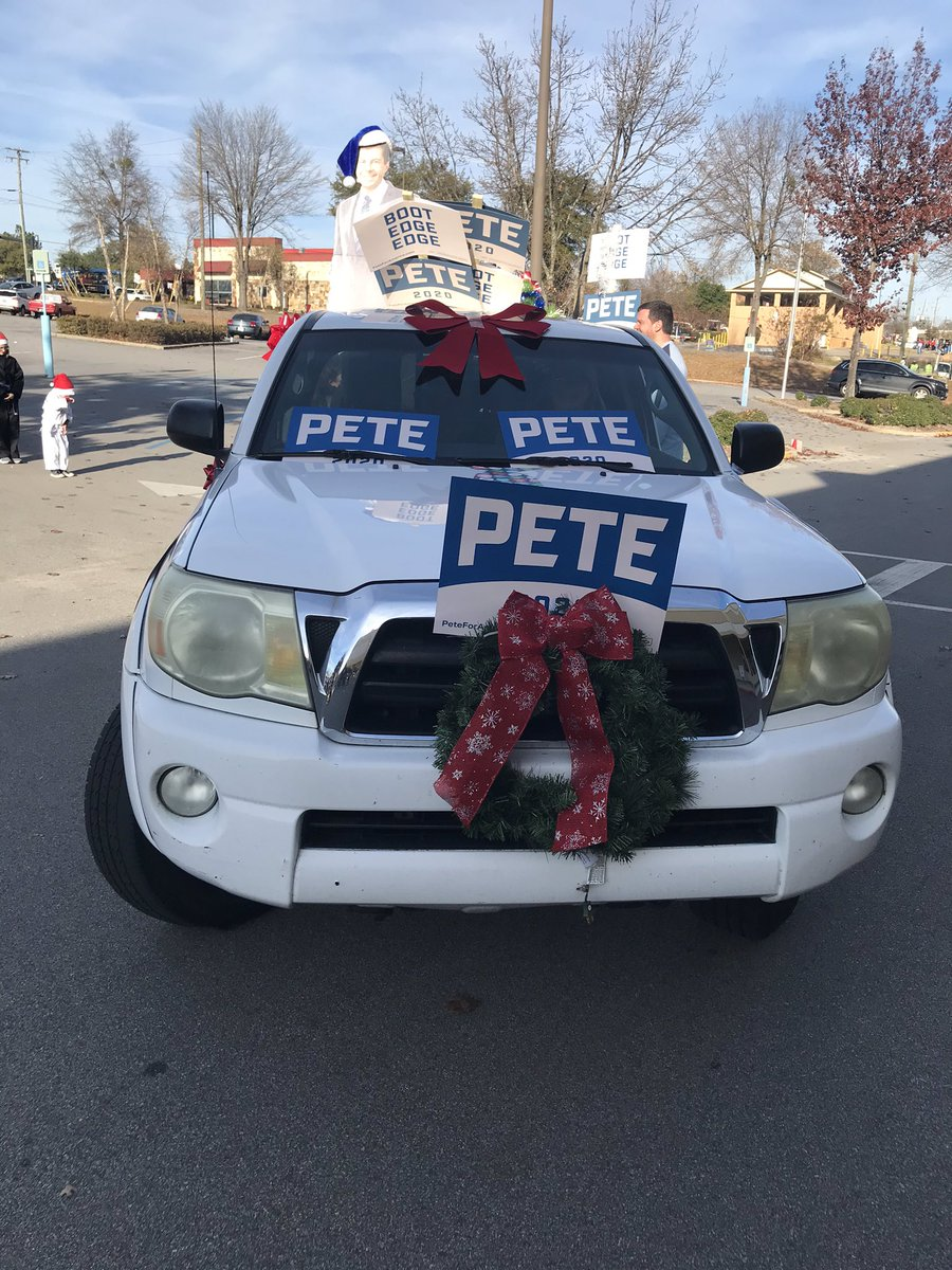 Lexington Christmas parade...and tie...a success!! #TeamPete<br>http://pic.twitter.com/f0wDTTLDHV