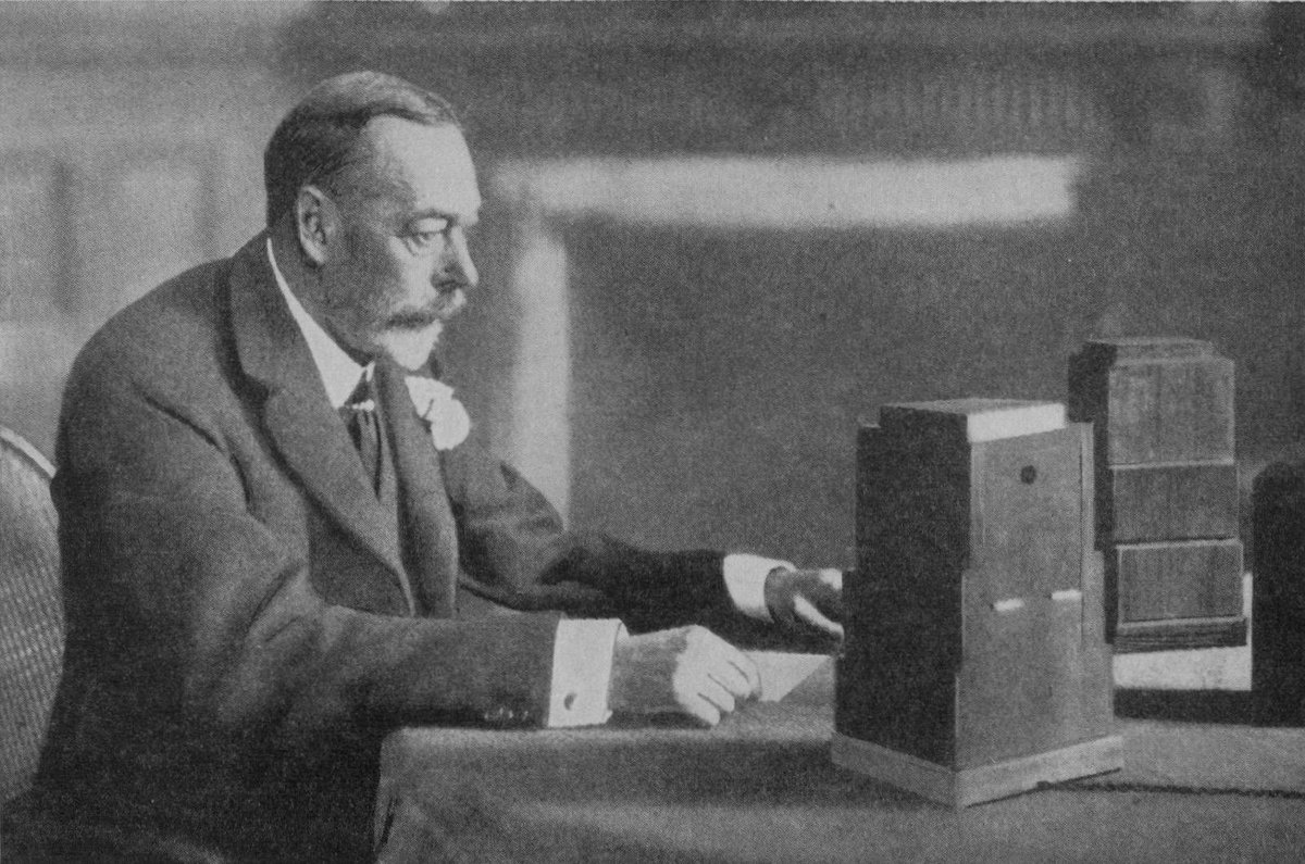#DYK the Christmas message was started by The Queens grandfather, King George V in 1932? The text was written by poet and writer Rudyard Kipling and included the words: I speak now from my home and from my heart to you all. #ARoyalChristmas