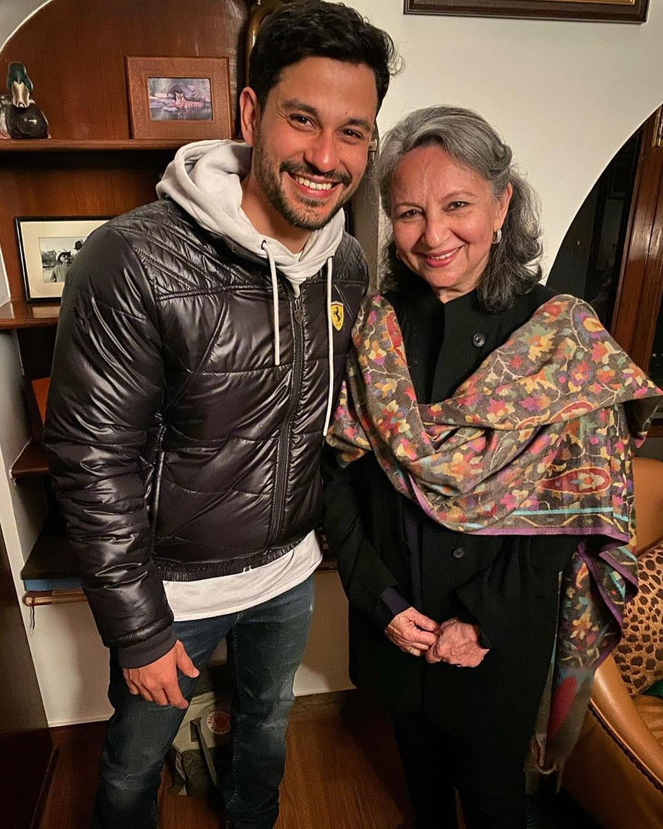 .@kunalkemmu shares a lovely picture with #SharmilaTagore on the occasion of her birthday.