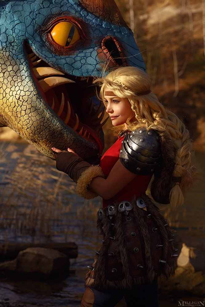 How to train your dragon 🐉🔥 Happy to show the result of very cold and hard shooting. I even damaged my tooth when the wind blew away the dragon and me from the hill 🌚 still worth it🔥🔥🔥 🔥Photo by talented @MilliganVick #howtotrainyourdragon #cosplay #astridcosplay #dragon