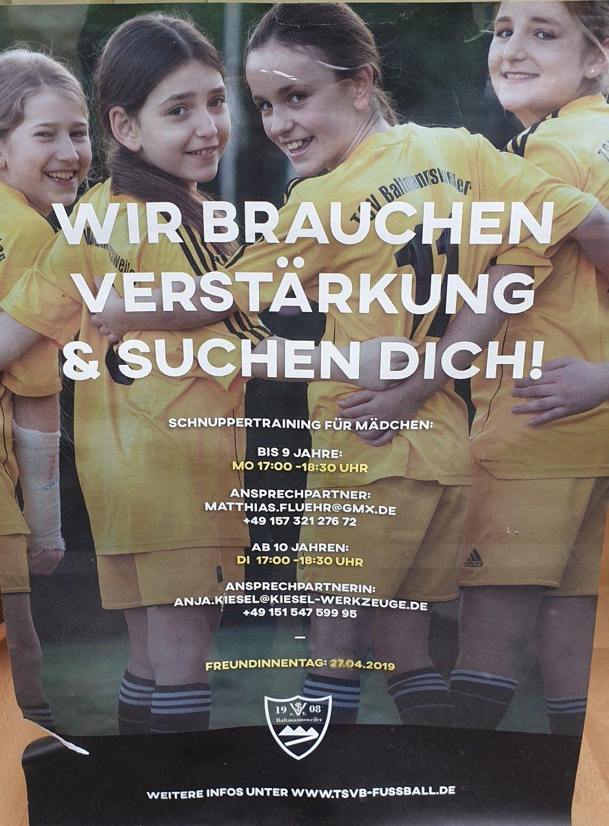 Mein Fundstück des Tages war dieses Plakat heute in #Esslingen: hängt da sicherlich schon eine ganze Weile, aber den Aufruf des TSV #Baltmannsweiler an Fußball-interessierte Mädchen im Großraum #Stuttgart teile ich doch sehr gerne. @Stuttgarttweetspic.twitter.com/SkA0oi5k19