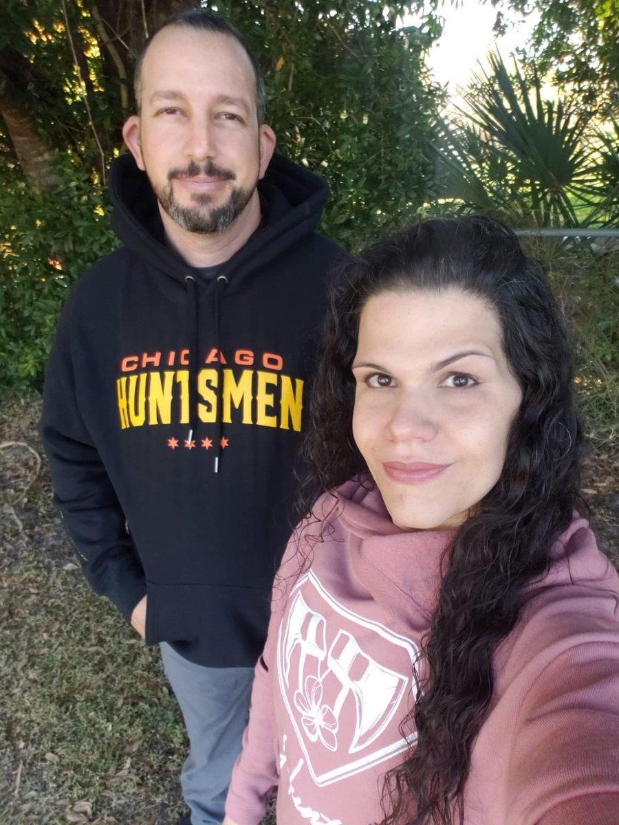 Wife and I supporting our favorite #esports team @H3CZ #NRG #foundershoodie #COD #newapparel #nrgfam #HUNTSMEN #chicagohuntsmen #chicagohuntress #gamer #gamingcouple #gamingnerd #modernwarfare #gamingapparelpic.twitter.com/M5ipofiGzq