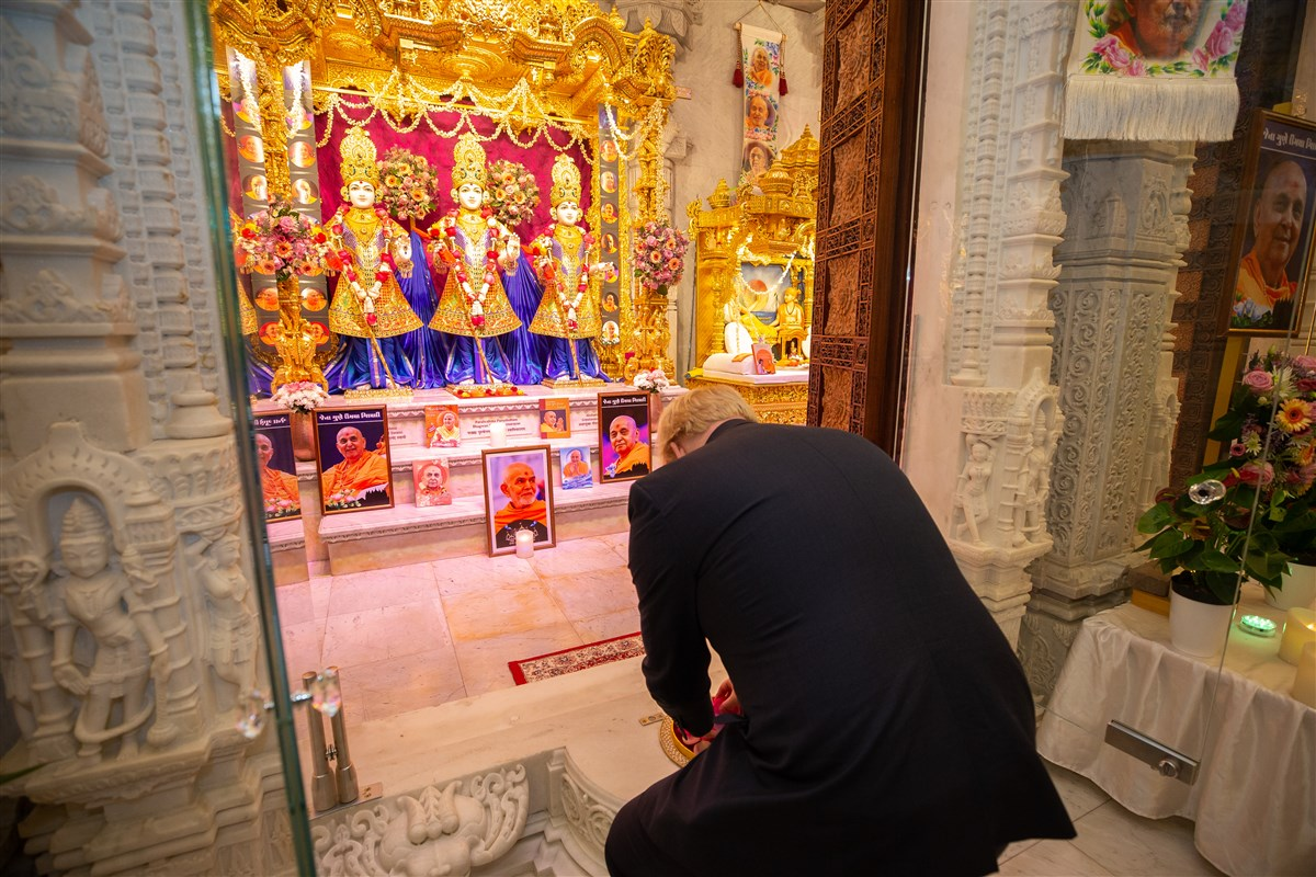 British PM Boris Johnson visits Hindu temple in London ahead of Dec. 12 polling